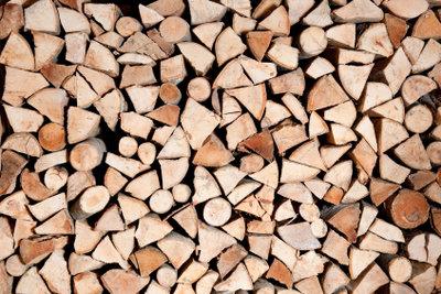 Lagern Sie Ihr Brennholz sicher.