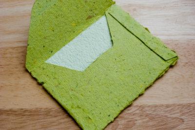 Handgeschöpftes Papier wirkt edel und individuell.