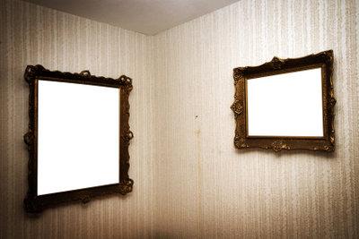 Auch Spiegel sollten stabil aufgehängt werden.