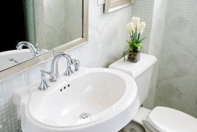 Reinigen Sie Ihr Waschbecken regelmäßig.