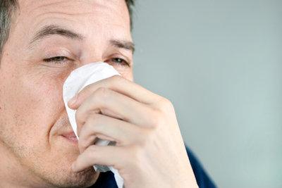 Bei Nasenpolypen hilft eine Nasen-OP.