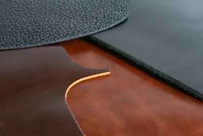 Alcantara gehört zu den empfindlichen Materialien.