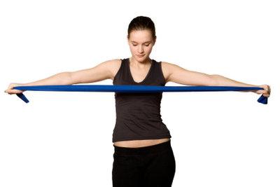 Ein Fitnessband kann Problemzonen effektiv trainieren.