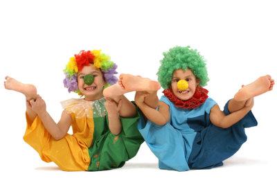 Diese beiden Clowns haben eindeutig Spaß.