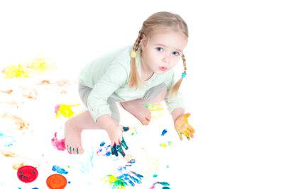 Kinder lieben es, zu malen.