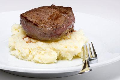 Servieren Sie beispielsweise Tournedos mit Kartoffelpüree.