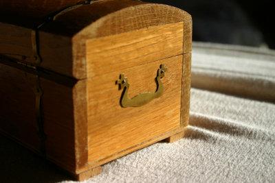 Aus alten Truhen können Möbelstücke werden.