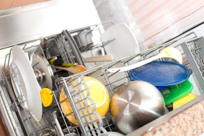 Die Mini-Spülmaschine erleichtert die Hausarbeit.