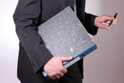 Die Arbeitsagentur hilft Ihnen bei Anträgen.