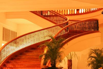 Fertigen Sie ein Treppengeländer an.