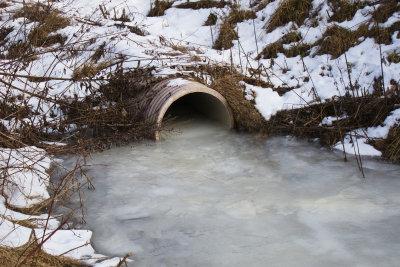 Ein verstopftes Drainagerohr muss gereinigt werden.
