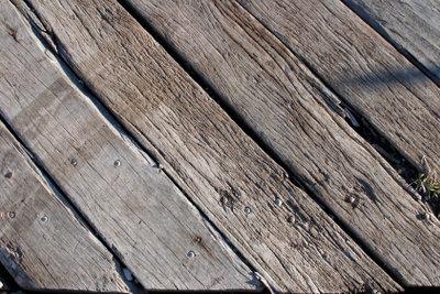 Holzoberflächen lassen sich leicht bearbeiten.