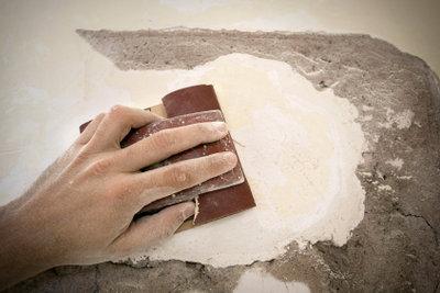 Teppichkleber: Das richtige Werkzeug hilft.