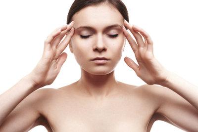 Entspannungsübungen können hartnäckige Kopfschmerzen lindern.