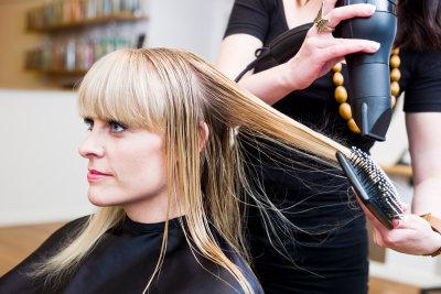 Friseur ist mit einem Hauptschulabschluss möglich.