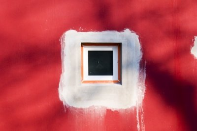 Fenster müssen mit Dichtband eingebaut werden.