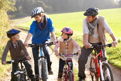 Kinder fahren meist schnell ohne Stützräder.