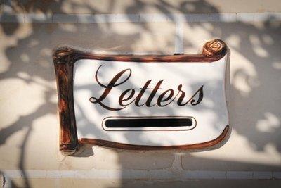 Mit dem Einbaubriefkasten Post sichern.