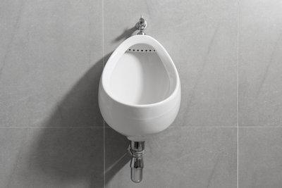 Ein Urinal sorgt für Hygiene.