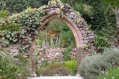 Mauern aus Stein bieten individuelle Gestaltungsmöglichkeiten.