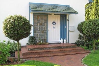 Mit Kugelbäumen setzen Sie Ihren Hauseingang oder die Auffahrt optimal in Szene.