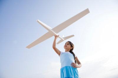 Beginnen Sie mit einfachen Modellflugzeugen.