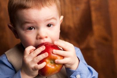 Obst ist gesünder als Eis.