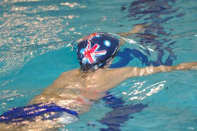 Schwimmen erfrischt bei großer Hitze.
