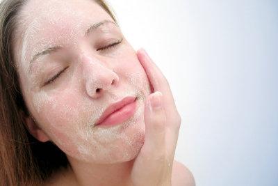 Peelings reinigen die Haut sehr gründlich.