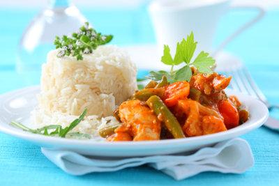 Kokosmilch verfeinert rotes Thai-Curry.
