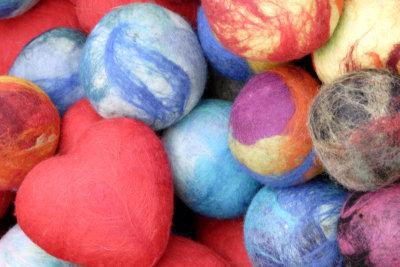 Ein Filzball ist ein hübsches Spielzeug.