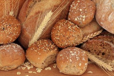 Bäckereifachverkäuferinnen kennen sich mit Backwaren aus.