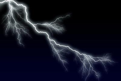 Der Blitz kommt beim Gewitter zuerst.