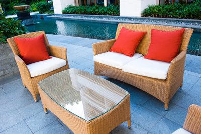 Verlegen Sie Ihre Terrasse mit Verbundsteinen.