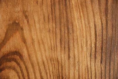 Bearbeiten Sie Ihre Holzoberflächen mit Holzlack.