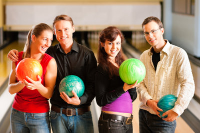 Geburtstage können beim Bowling gefeiert werden.