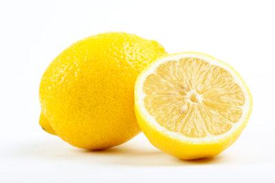 Namensgeber der Zitronensäure ist die Zitrone.