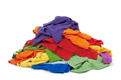 Verwandeln Sie einfache T-Shirts in Unikate .