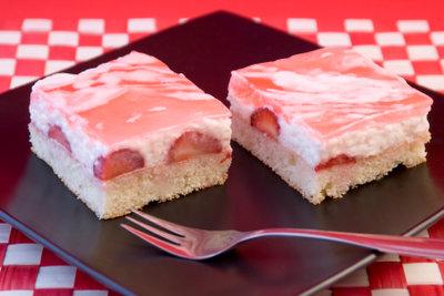 Saftiger Erdbeerkuchen mit Pudding-Quark-Masse
