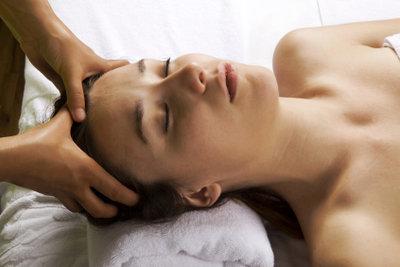 Entspannende Behandlung der Haare mit Jasminöl