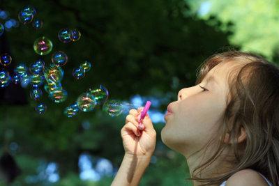 Seifenblasenlauge können Sie auch selber machen.