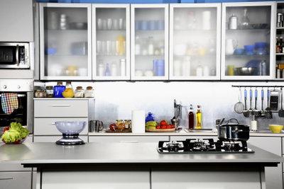 Glasspiegel sind ein Hauptbestandteil moderner Küchen.