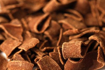 Frisch gehobelte Schokolade verfeinert jedes Dessert.