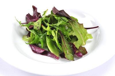 Himbeeressig eignet sich besonders für Salate.