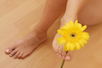 Schrundensalbe zaubert schöne Füße.