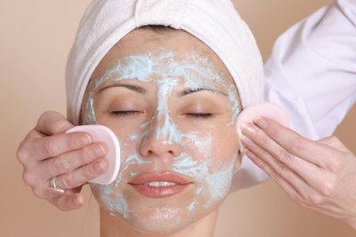 Die richtige Pflege bei verstopften Poren.