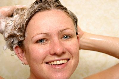 Eine Dusche ist wassersparend und komfortabel.