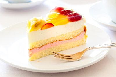 Rührteig schmeckt mit Früchten oder Cremes.