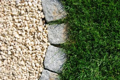 Rasenkantensteine erfüllen nicht nur optische Zwecke.