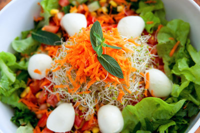 Salat mit Babymozzarella - kohlenhydratarm und lecker!